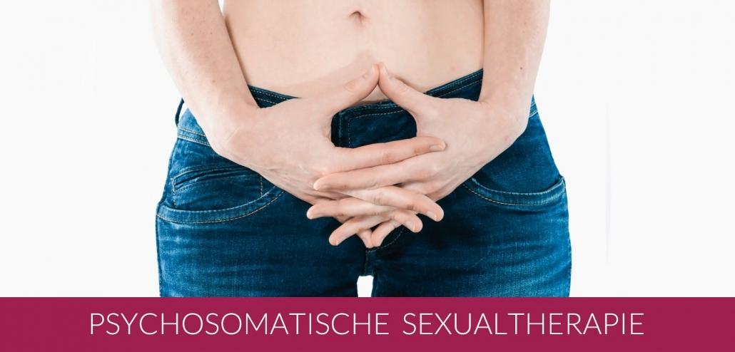Psychosomatische Sexualtherapie. Eine Frau mit gefalteten Händen vor dem Bauch