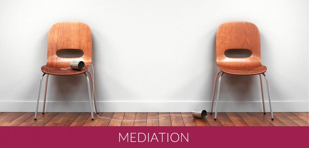 Mediation Zwei Stühle und abgerissene Kommunikaiton